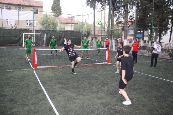 Darıca'da Sosyal mesafeli ayak tenisi turnuvası