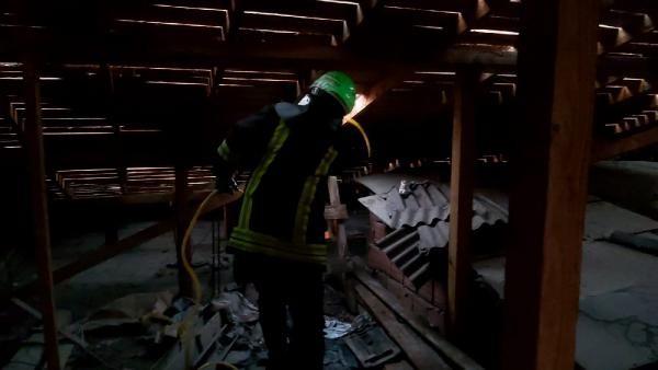 Dilovası'nda Çatıda izolasyon yapılırken yangın çıktı