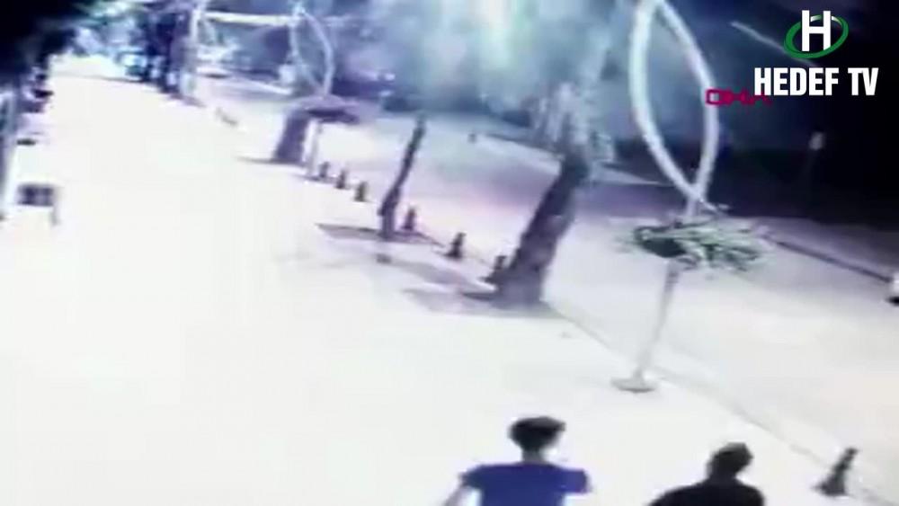 Körfez'de Otomobilin ağaca çarpma anı kamerada